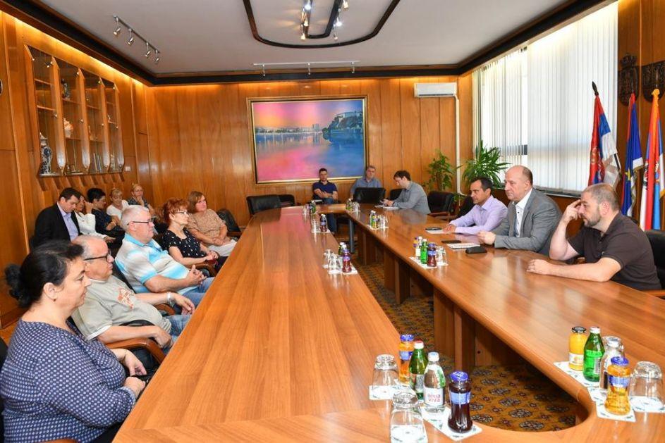 Jelušić razgovarao sa građanima o problemima koje izazivaju topole