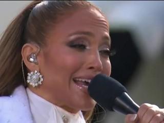"""Jennifer Lopez na meti kritika jer je pevala na plejbek """"iako zna da peva"""""""