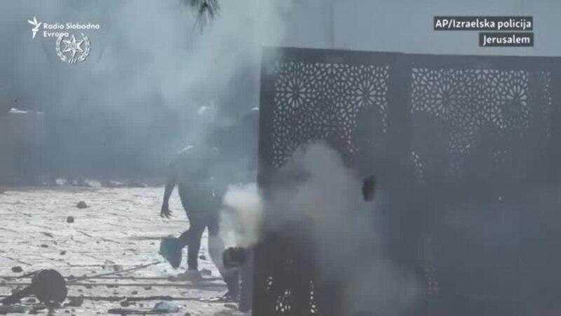 Jerusalem: Suzavac i šok-bombe u dvorištu džamije