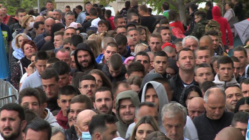 Joanikije: Sveti Vasilije će odagnati epidemiju, niko nije lud da zabrani pristup svecu