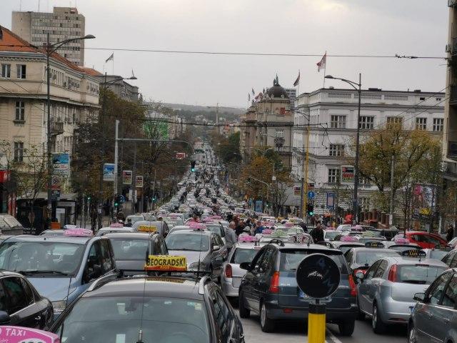 Još jedan protest taksista, opet krkljanac u centru Beograda FOTO/VIDEO