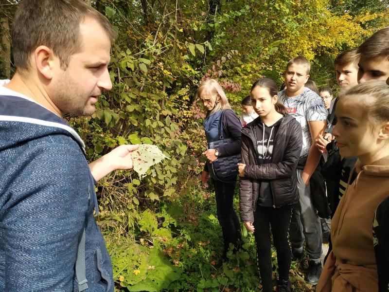 Još jedan vikend u prirodi za osnovce, ovog puta učili o šumskim štetočinama i bolestima biljaka