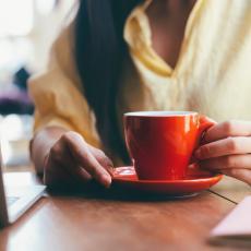 Jutarnju kafu nikako NE SMEŠ da piješ pre 9 sati! Ovo su RAZLOZI zbog koji možeš da UGROZIŠ svoje zdravlje!