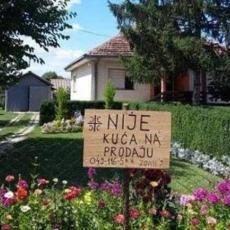 KAD PRORADI SRPSKI INAT! Pogledajte kako meštanin sela Laplje nadomak Prištine brani svoje imanje (FOTO)