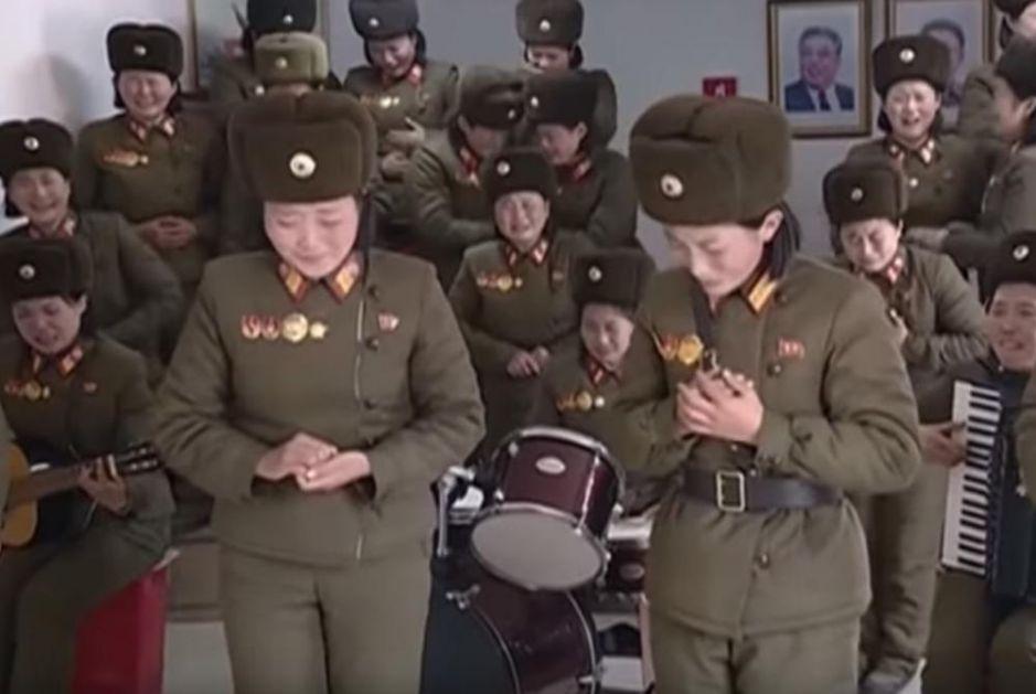 KAD UGLEDAJU VOĐU, PADNU U TRANS: Pogledajte kako je ženski orkestar dočekao Kim Džong-una, suze lile na sve strane!