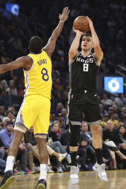 KADA JE TEŠKO - BOGDAN! Srpski košarkaš odigrao jednu od najboljih partija u NBA i vodio Kingse do pobede nad Goldenom!