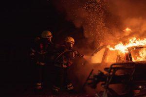 KAKAV HAOS U SRED BEOGRADA: Ženi bivšeg fudbalera Crvene zvezde izgoreo automobil, istraga u toku!