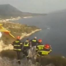 KAKAV LUDAK, SVAKA MU ČAST! Pogledajte spektakularnu vratolomiju pilota kanadera koji gasi požar (VIDEO)