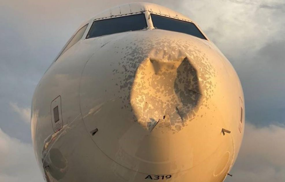 KAKAV SUDAR! ERBAS ULETEO U JATO PTICA: Nos aviona skroz polupan, morali prinudno da slete (VIDEO)