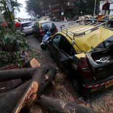 KAO DA IM KORONA NIJE NANELA DOVOLJNO ZLA: Jak ciklon pogodio Indiju, najmanje 62 osobe izgubile život (VIDEO)