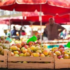 KAO DA SU OD ZLATA: Divljaju im CENE jabuka, potrošači ih sve MANJE KUPUJU