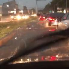 KARABURMA I NOVI BEOGRAD POTOPLJENI! Vodena bujica NOSI automobile kao čamce (VIDEO)