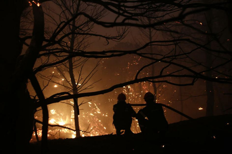 KATASTROFA U GRČKOJ: Vetar razbuktao šumske požare kod Atine, vlasti naredile evakuaciju predgrađa