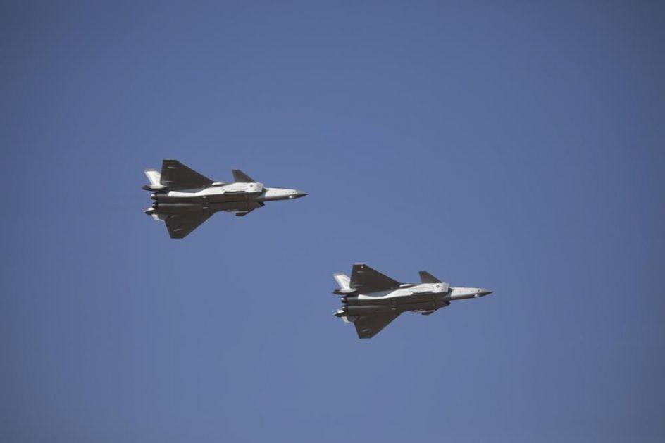KINESKA DEMONSTRACIJA SILE Novi avion jedini je na svetu koji pored F-22 i F-35 može da uradi ovaj moćni manevar (VIDEO)