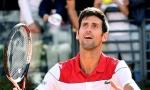 KLIKERI NA VIMBLDONU: Evo kako se Novak zabavljao dok je čekao meč sa Rafom (VIDEO)