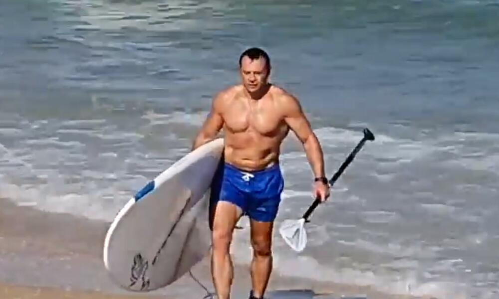 KO IMA OVAKVOG MINISTRA TURIZMA?! Izraelac se pojavio na plaži i napravio pometnju, morao da reaguje i premijer VIDEO