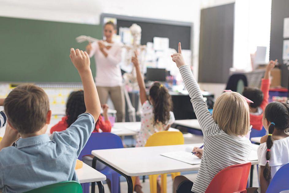 KO NAM UČI DECU: 1.000 nastavnika u Srbiji bez prave diplome?! NESTRUČNI