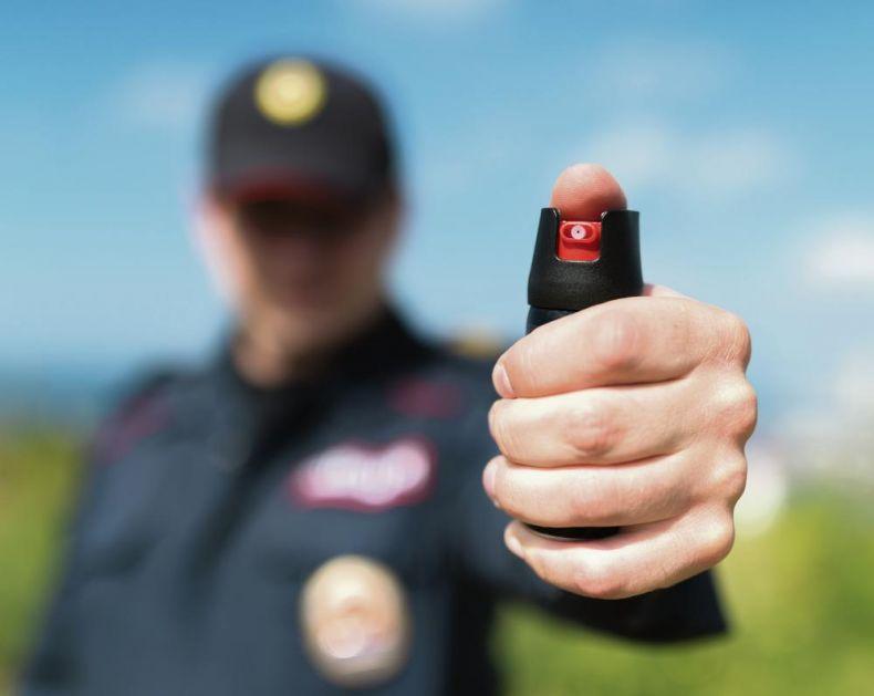 KO SVE MOŽE DA KORISTI BIBER-SPREJ: Radnik obezbeđenja može da ga upotrebi ukoliko dođe do nereda, ugrožavanja bezbednosti ljudi ili štićenog objekta