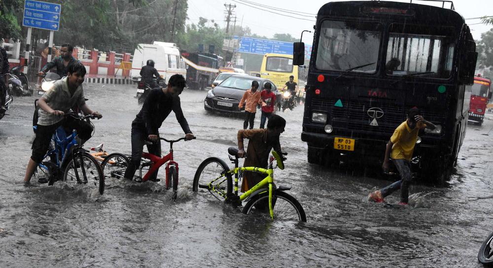 KOBNA SEZONA MONSUNA: Najmanje 650 ljudi stradalo na jugu Azije, samo u Indiji 460 (VIDEO)