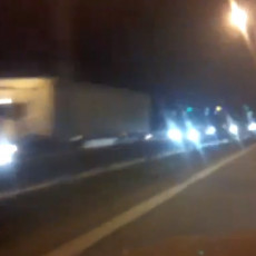 KOLAPS KOD BUBANJ POTOKA: Nepregledne kolone automobila zbog saobraćajke, vozila se jedva pomeraju