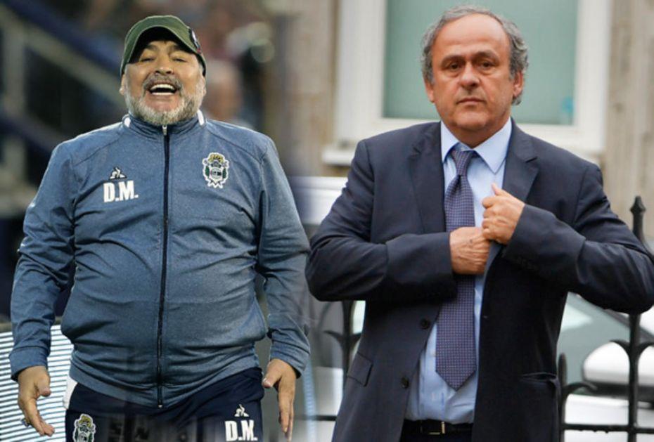 KOLIKO IRONIJE NA JEDNOJ FOTOGRAFIJI: Ovo je najjača slika u istoriji fudbala! Pogledajte šta su pre 33 godine nosili Maradona i Platini (FOTO)