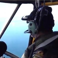 KOMOTNO MOGLI DA IH POŠALJU NA DNO: Iranski helikopter nadletao nevidljivu podmornicu SAD (VIDEO)