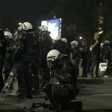 KOMUNALNE SLUŽBE POČELE SA ČIŠĆENJEM ULICA NAKON SUKOBA: U pojedinim delovima grada sporadični obračuni sa policijom