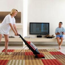 KONAČNO REŠENJE: Evo kako da perfektno očistite čupavi tepih