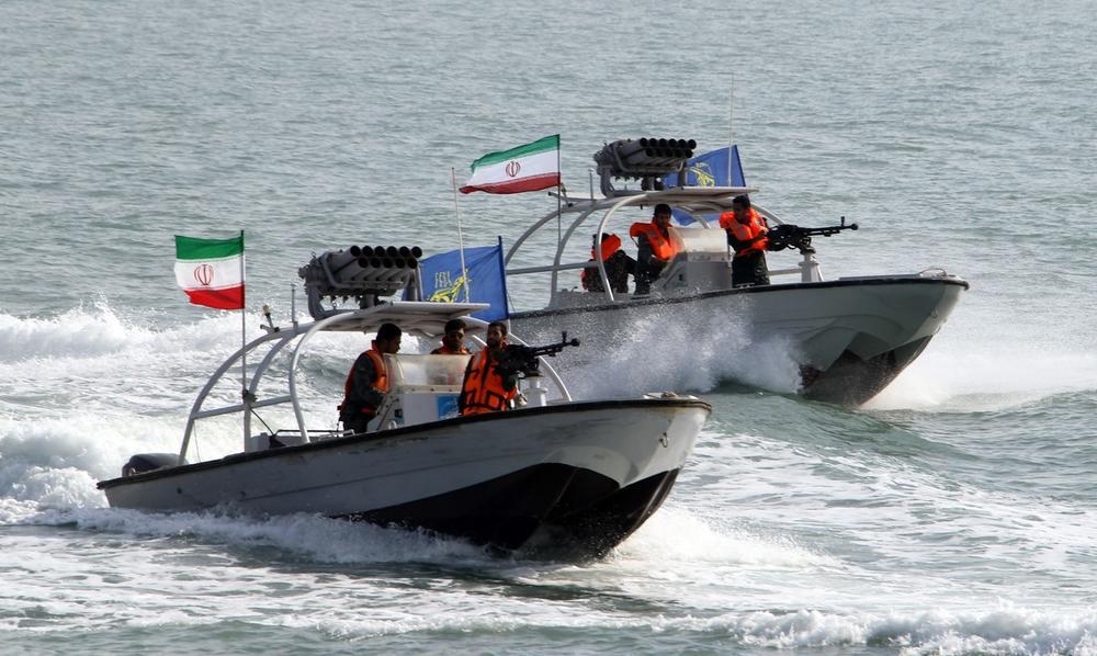 KORAK DO OBRAČUNA U PERSIJSKOM ZALIVU: Iranski brodovi prišli previše blizu, Ameri nisu štedeli municiju VIDEO