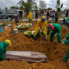 KORONA NE PRESTAJE DA PUNI GROBLJA: Svi pacijenti umrli, lokalne vlasti očajne, kopa se masovna grobnica