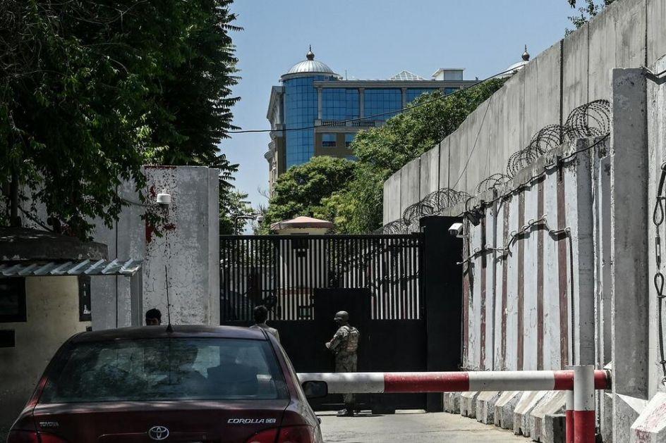 KORONA PARALISALA AMERIČKU AMBASADU U KABULU: Jedan službenik preminuo a 114 zaraženo i u karantinu! Kovid divlja u Avganistanu!