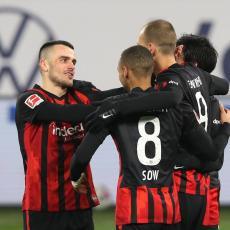 KOSTIĆ BOLJI OD LEVANDOVSKOG I MILERA: Srbin igrač meseca u Bundesligi!