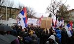 KRIZA NA KOSMETU: Lončar upozorava na blokadu, Srbi protestuju u podne, Albanci slave Dan zastave