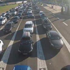 KRKLJANAC NA AUTO-PUTEVIMA SRBIJE, NIŠTA BOLJE NI NA GRANICAMA: Automobili i autobusi čekaju i do četiri sata