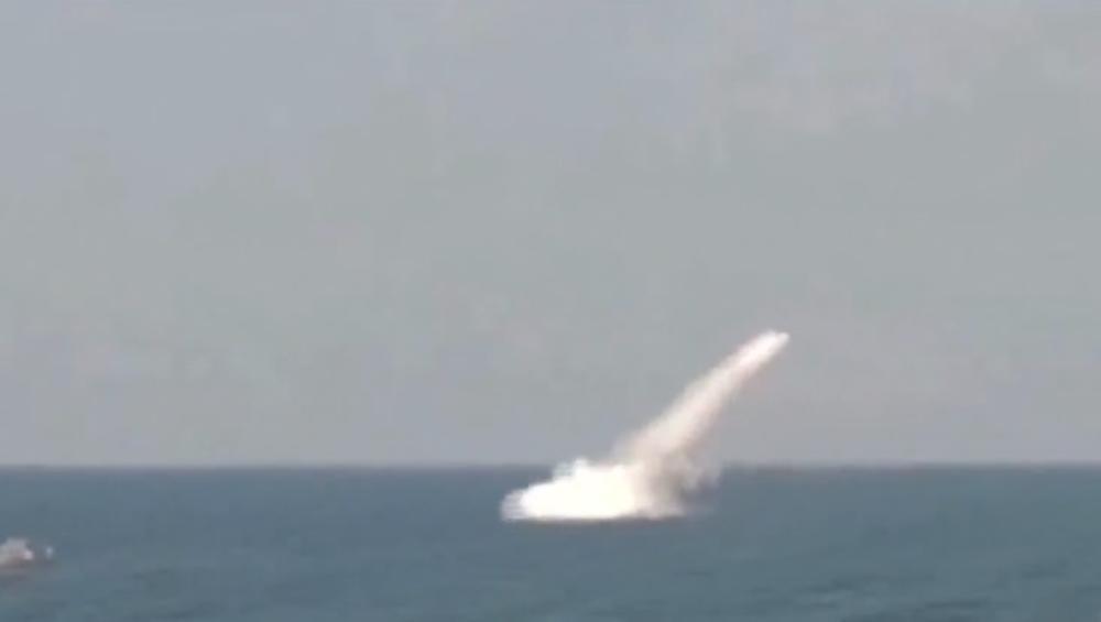 KRSTAREĆA RAKETA PRVI PUT  LANSIRANA SA IRANSKE PODMORNICE: Teheran izveo vežbe u Ormuškom moreuzu, ključnoj ruti za isporuku nafte u svetu! (VIDEO)