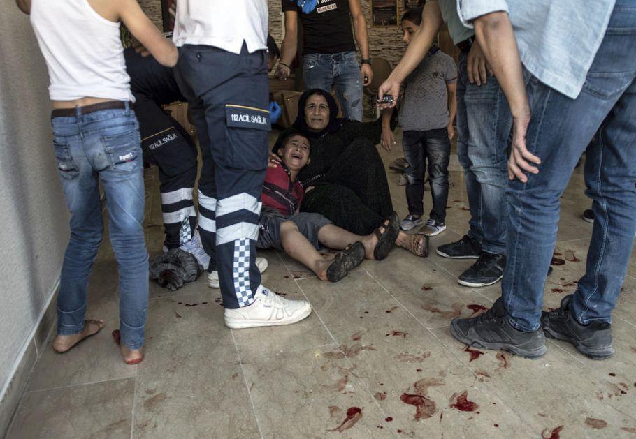 KRVAVI BILANS KURDSKE ODMAZDE: U napadu na turske gradove blizu Sirije poginula sirijska beba i jedan Turčin