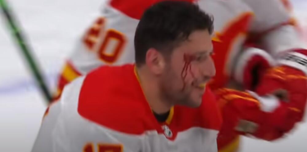KRVAVOM TUČOM SRBIN OBELEŽIO JUBILEJ U NHL LIGI: Lučić odigrao 1000 utakmica, na poklon dobio jaknu sa SRPSKOM TROBOJKOM! VIDEO