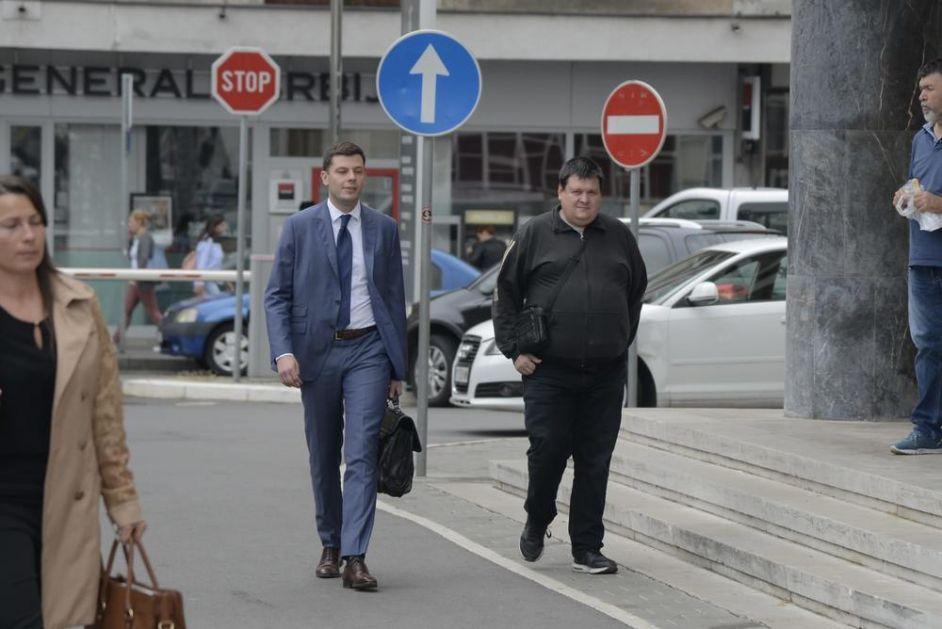 KURIR NA LICU MESTA ISPRED  SUDA U KATANIĆEVOJ: Počelo suđenje optuženom Igoru Stamenkoviću (42) za KRAĐU TESTOVA za malu maturu! (FOTO)