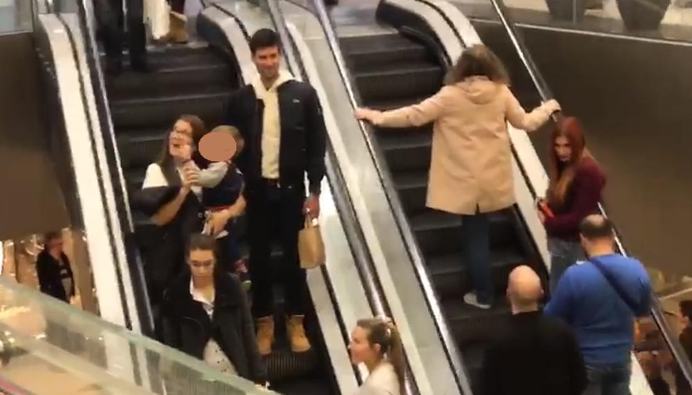 (KURIR TV) EKSKLUZIVNO Nole sa porodicom izazvao delirijum u beogradskom tržnom centru!