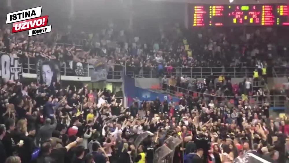 KURIR U NIŠU, LUDNICA NA TRIBINAMA: Novica poveo navijanje, Grobari zajedno sa igračima slave Žućkovu levicu!