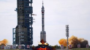 Ka novoj kineskoj svemirskoj stanici poletela raketa sa tri astronauta