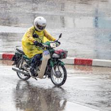 Kako bezbedno voziti motocikl po kiši?