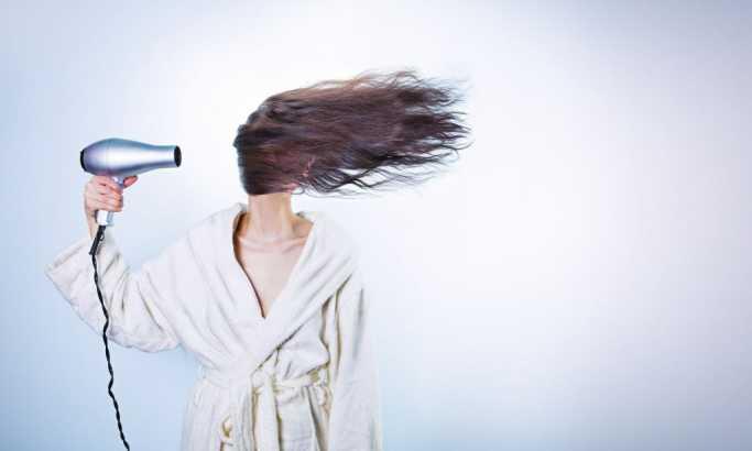 Kako da kosa ostane ravna po vlažnom vremenu?