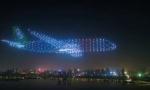 Kako izgleda kada 800 dronova formira oblik aviona na noćnom nebu?