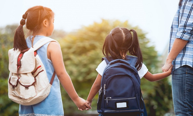 Kako naučiti decu da raspolažu novcem?
