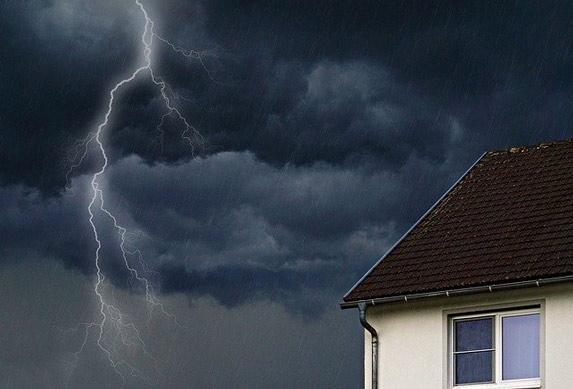 Kako se zaštititi od groma?! Kišobran ne zaboravljajte, ono što pada po nama nije kiša!