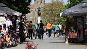 Kako se živi od prosečne plate u Srbiji? (ANKETA)