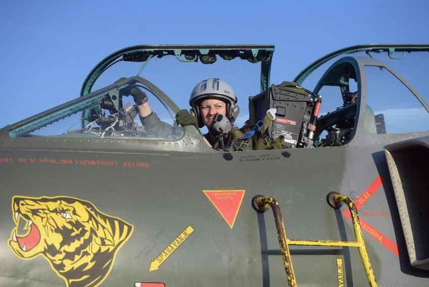Kakvo pojačanje srpske vojske! Kapetan Ana Perišić je prva žena pilot borbenog aviona Orao
