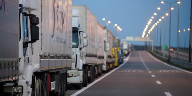 Kamioni na Batrovcima i Bačkoj Palanci čekaju oko 10 sati