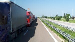 Kamioni pet sati čekaju na granici Hrvatske